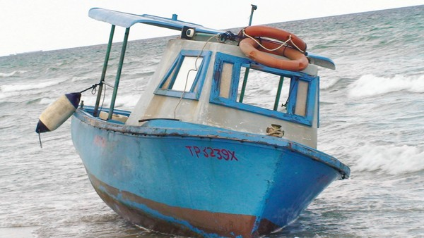 Cuban Immigrant Boat Lands on Hollywood Beach